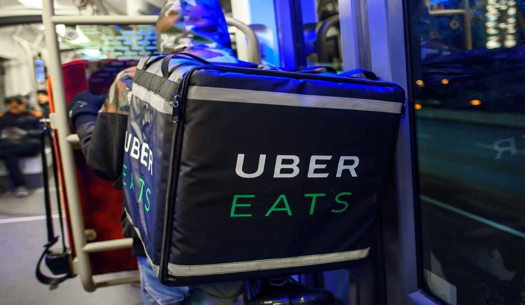 Do Uber Eats Drivers See Your Tip? (Before or After Delivery)